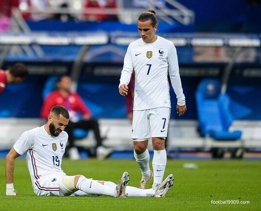 كريم بنزيما لن يشارك فى المباراة الافتتاحية لمنتخب فرنسا فى كاس امم اوروبا